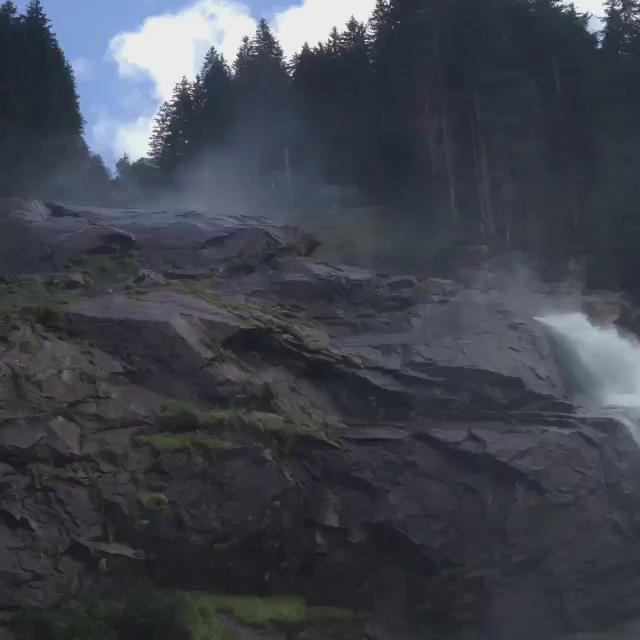 فيديو: شلال الكيراميل في النمسا.   مشهد يحبس الأنفاس ❤️ http://t.co/v2ecLOvxPo