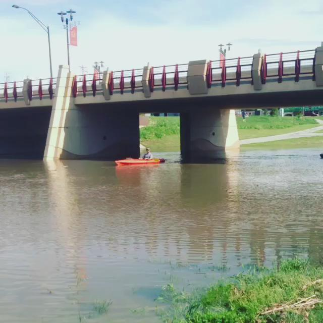 #Kyaking is now happening in #AntelopeCreek in #UnionPkazaPark #LNK #LincolnFlood2015 #nexw @rustywx @1011_News http://t.co/cvQ7FcjhGI