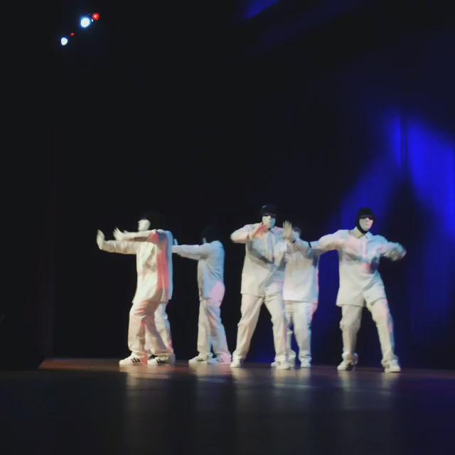 @Jabbawockeez: unique hip hop style + white masks & gloves = mesmerizing performance. #AAPISummit http://t.co/bgI9BDNvau