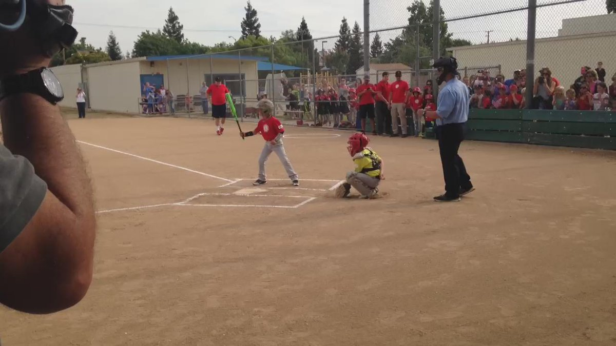NOW: #Marine surprises Clovis little leaguer on his return from a 6-month deployment! #abc30insider http://t.co/1TI1fba6Bz