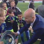 Daar is de schaal voor #Ajax D1! Kampioenen!!! http://t.co/2Rcu0t4GqE
