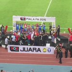 """@STsportsdesk: 2015 Malaysia FA Cup champions - @FAS_LionsXII http://t.co/zoZvLm4GIU"" GOOD JOB SINGAPORE !!!"