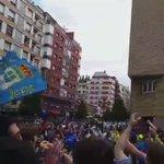 ¡Ambientazo en Oviedo! Deportividad entre las aficiones del @RealOviedo y del @Cadiz_CF ???????????? #locosporverteganar http://t.co/P2aguQxqK1