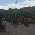 Espectacular la afición cadista en Oviedo. Fiesta del fútbol con mayúsculas. #OviedoAmarillo http://t.co/Cuxbt9A3Gu