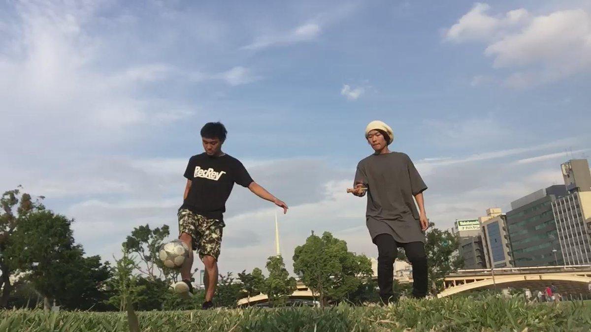 今日はけん玉の @kaito19940411 と中之島公園でコラボしておりましたー! その様子をどうぞ!  【けん玉 × フリースタイルフットボール】 http://t.co/2pxLurb7Ep