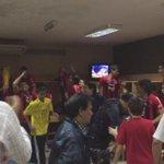¡Así festejaron los campeones en el vestuarios! @CCP1912oficial CAMPEÓN!!! http://t.co/3HIy2MF50e