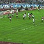 Il y a 22 ans, lOM remportait la Ligue des Champions face au Milan AC (1-0), grâce au Basilou de T.Roland, B.Boli. http://t.co/JpCT1LWzTI