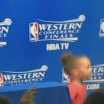 #RileyCurry has a guy whos job is to hold her gum, lol 😂😂  Here, you hold this. I have to keep being cute over here. http://t.co/mkEnyIiApp