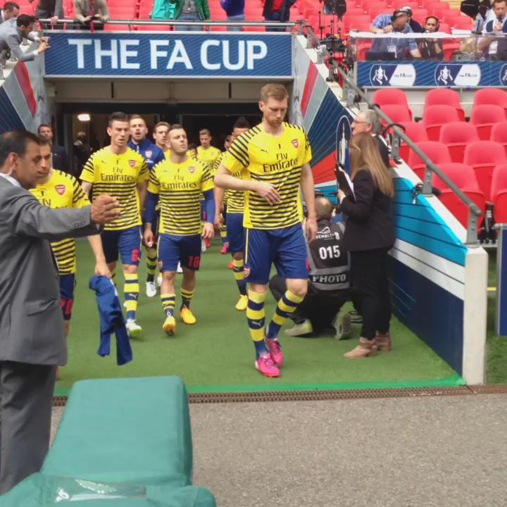 Ini dia mereka! Skuat @Arsenal telah memulai sesi pemanasan jelang #WeAreArsenal #FACupFinal http://t.co/JSTcF8goZj