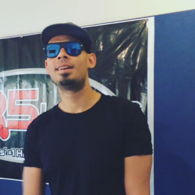 #Vegas! Look who's in the studio! @djafrojack is going to be on air w/us at 8pm! #KLUCEDM Mix Weekend @985KLUC http://t.co/9ZZZIzN64s