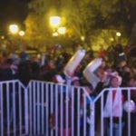 Centenares de rancagüinos celebran a esta hora en plaza de Los Héroes el paso a la final #Rancagua Cc: @alcaldesoto http://t.co/7C88izIDje