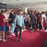 Hervé #Renard et ses joueurs rencontrent actuellement les partenaires du LOSC à loccasion de la remise des abos :) http://t.co/Quuwpz2Ugx