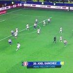 ¡CRACK! Para verlo con lujo de detalles. La tremenda jugada maradoniana de Carrillo en el segundo gol de #Perú http://t.co/nY1QRoeQrw