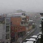 Cae nevada con más intensidad en #LaPaz. Un manto blanco cubre la ciudad del eterno invierno. #Bolivia http://t.co/GSlAxAOYga