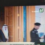 #الملك_سلمان اثناء ذهابه من جده الى مكة يقرأ القرأن في السيارة #خادم_الحرمين_الشريفين #السعودية #امير_الحدود_الشماليه http://t.co/ops3wD7rnl