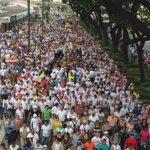 Procesión Cristo del Consuelo llega a la Kenedy #ElPapaEcuavisaYyo http://t.co/ryiJVJ0taQ