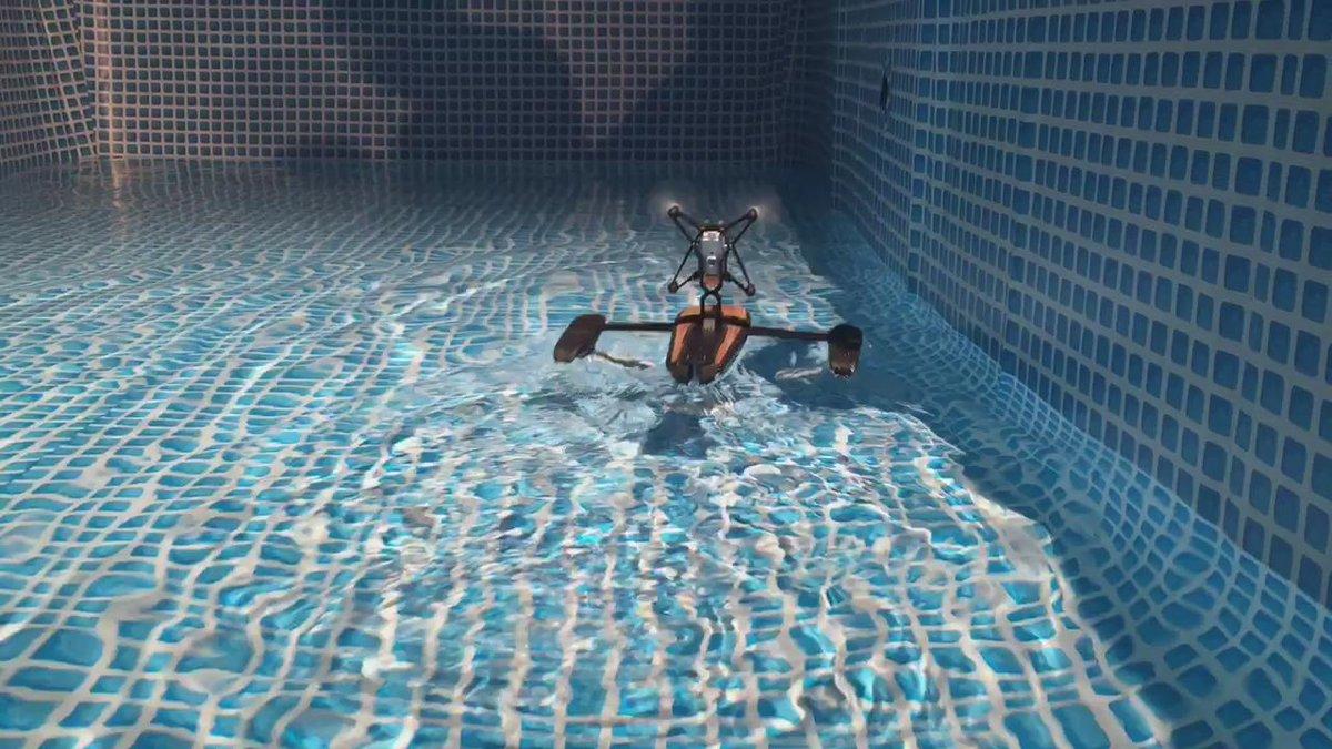 すげー!すげー!RT @nobi: Hydrofoil in action / これが水空両用型のドローン、ハイドロフォイル #ParrotJP http://t.co/iueMHDMf9u
