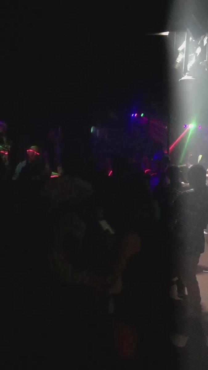 KOHHくんでアガってる韓国のHIP HOP CLUBのフロア!「ありがとう」を全員合唱してるのに感動した〜〜!! http://t.co/ohUU6DD6oe