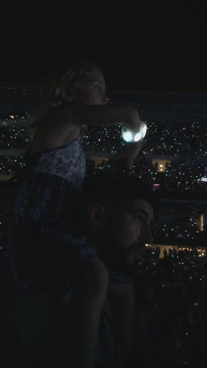 Safe to say Little Bella Boo enjoyed her @taylorswift13 surprise. #SpoilHerWhileICan #DaddysGirl http://t.co/CDotv8PpDX