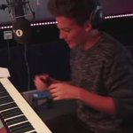 Louis playing the piano is the most beautiful thing ever   #KCAColombia #KCAArgentina #MPN #OneDirection   https://t.co/4X20tOoXm0
