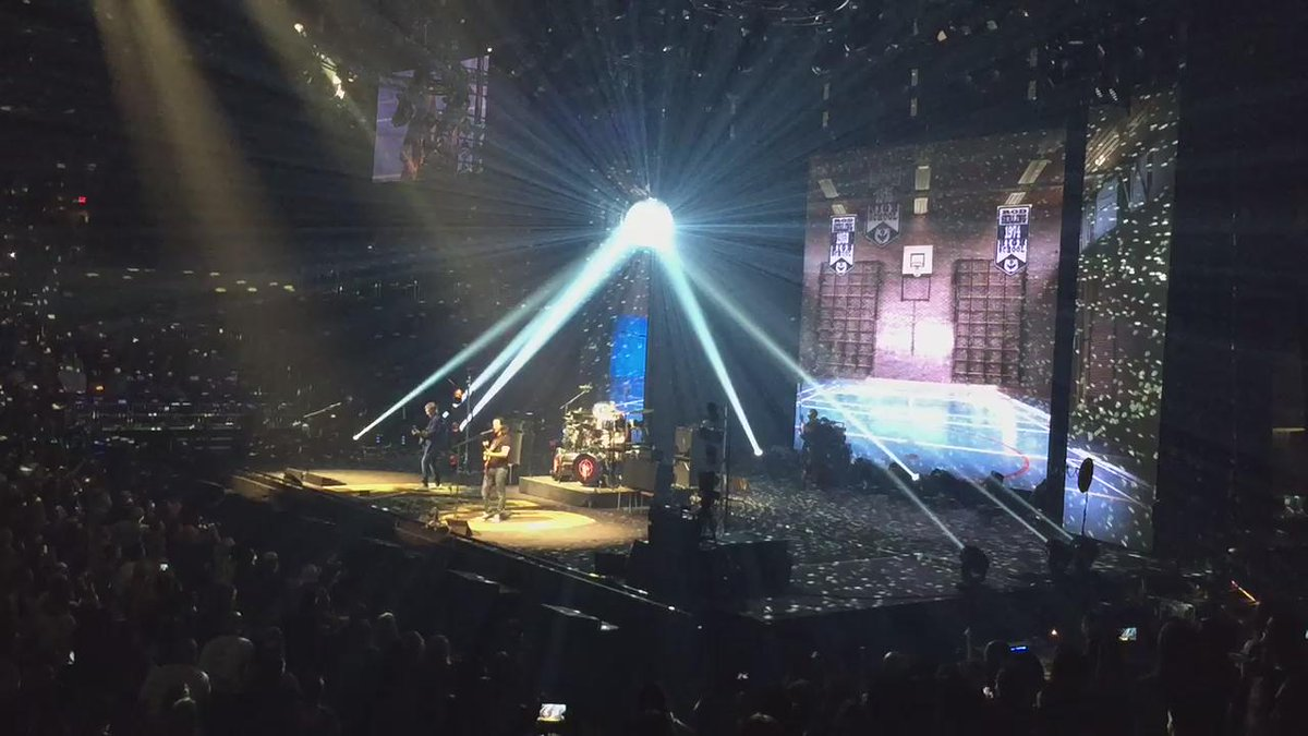"""""""They call me the workin' man."""" #R40Phx And so it ends. #awesome @rushtheband http://t.co/PvynNbyPQU"""