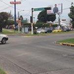 Atención @PoliVialJal sin semáforos Av Guadalupe y Av Clouthier. @Trafico_ZMG. Felicidades las personas dirigen traf. http://t.co/JcDwy03M73