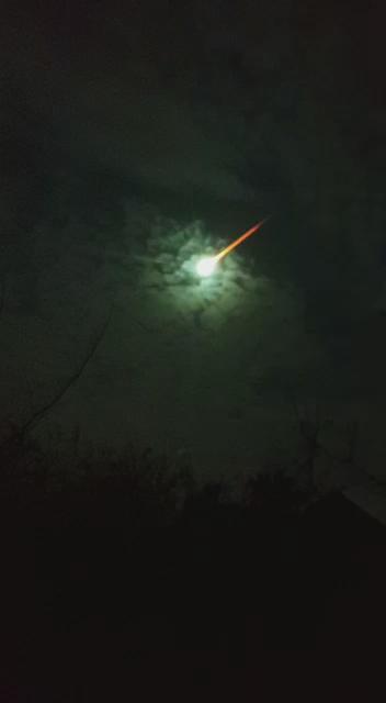 Miren! Esto pasó en el Cielo De Buenos Aires. http://t.co/GgmZ0qkEYu
