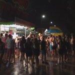 Y mientras tanto los ilustrados bailando en el camping del #ArenalSound2015 http://t.co/hkU7SCvZPE