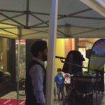 شاب سعودي يوقف فرقة موسيقية لرفع الأذان في النمسا بيض الله وجهه و جزاه الله ألف خير .. http://t.co/OENdyfVFSi