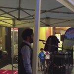 شاب سعودي يستأذن فرقة موسيقية ان يستخدم الميكرفون و يصدح بالأذان عالياً في وسط زيلامسي كثر الله امثاله ❤️ http://t.co/rJyuLZ33Oc