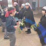 Pichikeque de 1ero básico danzan baile Mapuche, en 1er Futa Txafintu mesa territorial Wenu Newen #LaAraucania http://t.co/72pmvuT1JQ