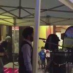 فيديو ..  شاب سعودي يرفع الأذان في النمسا بعد إيقافه فرقة موسيقية .  - http://t.co/hGTmBcJg3E