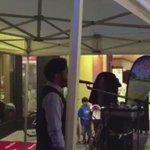 #فيديو: شاب سعودي يستأذن فرقة موسيقية أن يستخدم الميكرفون و يصدح بالأذان عالياً في وسط زيلامسي بـ #النمسا .| @AMatwa http://t.co/4Wz2bkL9cI