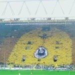 Quand le mur jaune du Borussia Dortmund se lève ! #Magique http://t.co/ElZxJJTt0w