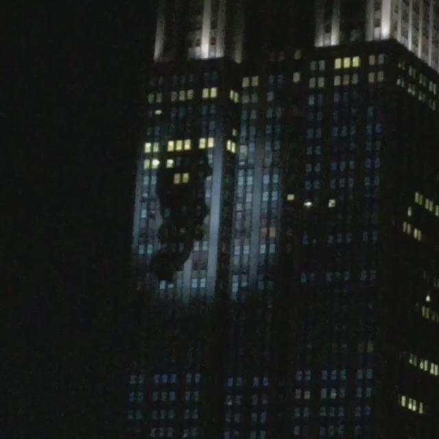King Kong going for a climb #empirestatebuilding http://t.co/xOh5DJcXxR