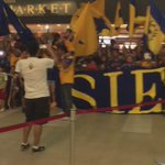 """""""@10APG: Increible el apoyo Incomparable... @TigresOficial @LIBRESYLOKOS @Total_Futbol_ airport #tigres💙🐯💛🙏 GRACIAS http://t.co/3ZG0MqHDP8"""""""
