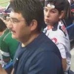 El padre de Montes emocionadísimo tras ver a su hijo convertir el primer gol en el #EstadioBBVABancomer . http://t.co/vXU8ysOTky