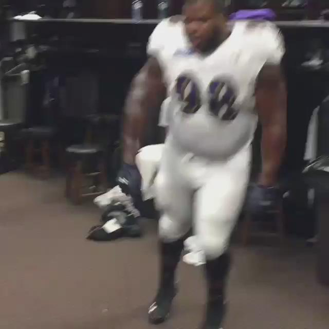 This is the best thing you'll see on Twitter all day. And it's why football team is better than yours #PlayLikeARaven http://t.co/ZalgzIBEga
