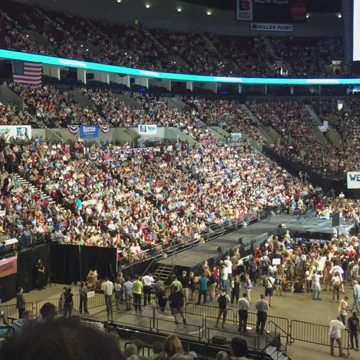 In just minutes @BernieSanders is going to take the stage and #pdx is ready to show their support! #berniesanders http://t.co/PcZELmU9R4