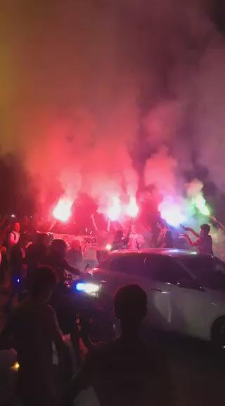 Stadı yok. 7 senedir şampiyonluğu yok. Yıllardır kupası yok. Ama taraftarı var. Ve her zaman yanında. Burası Adana.. http://t.co/rlIWU2mSG3