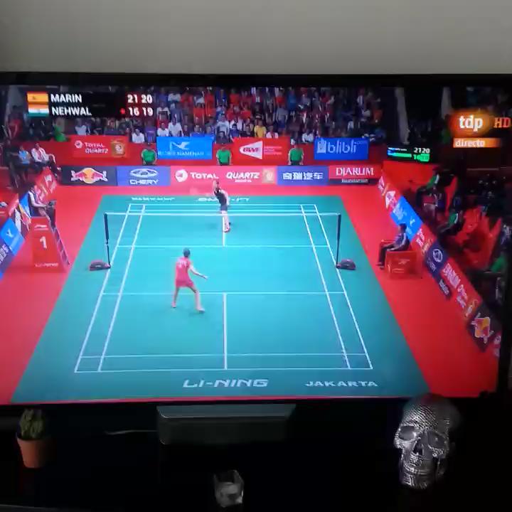 ¡Brutal @caro_marin2 BICAMPEONA del Mundo de #Badminton en Yakarta!!! No había mejor desayuno. Huelva power! http://t.co/Ekd9HXup9w