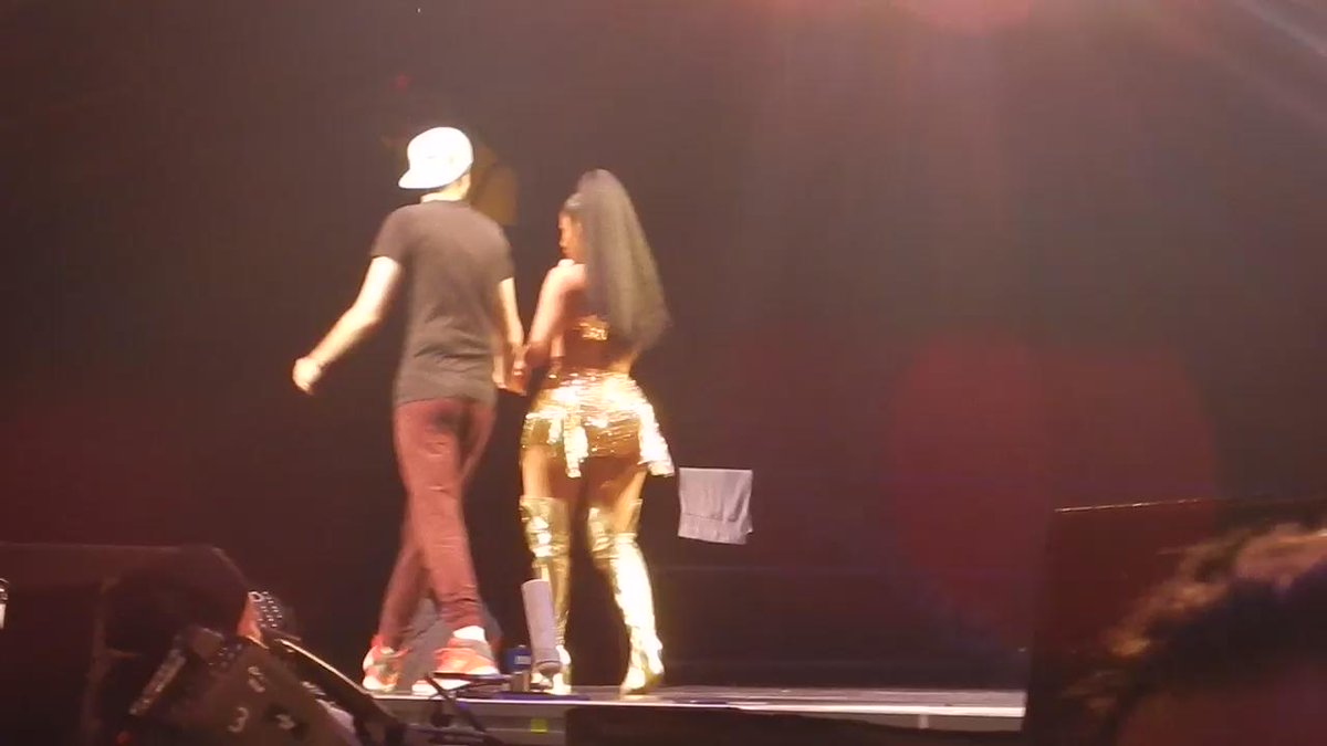 RT @BiggestBoyBarb: I WAS SO AMAZED!!! No words can describe this moment???? I can't believe I got to perform with her. @NICKIMINAJ ❤️❤️❤️ htt…