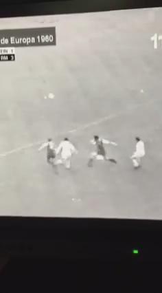 Vía @obj77 y @benjaminete ojo al penalti concedido al @realmadrid durante la Copa de Europa de 1960. #valors #seny http://t.co/zpGx3uby5w