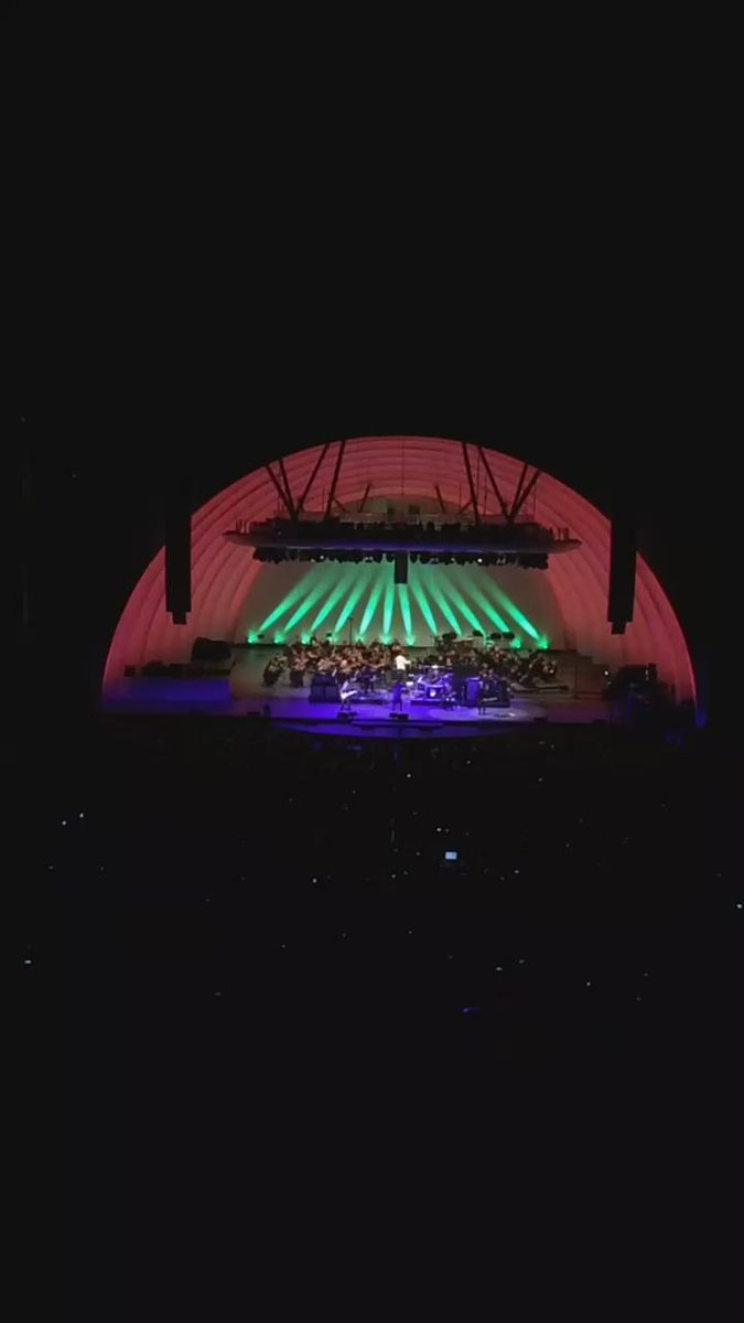 .@thisisheart @officialheart and the @HollywoodBowl Orchestra playing #LedZeppelin's #Kashmir http://t.co/TSdXloNZ4H