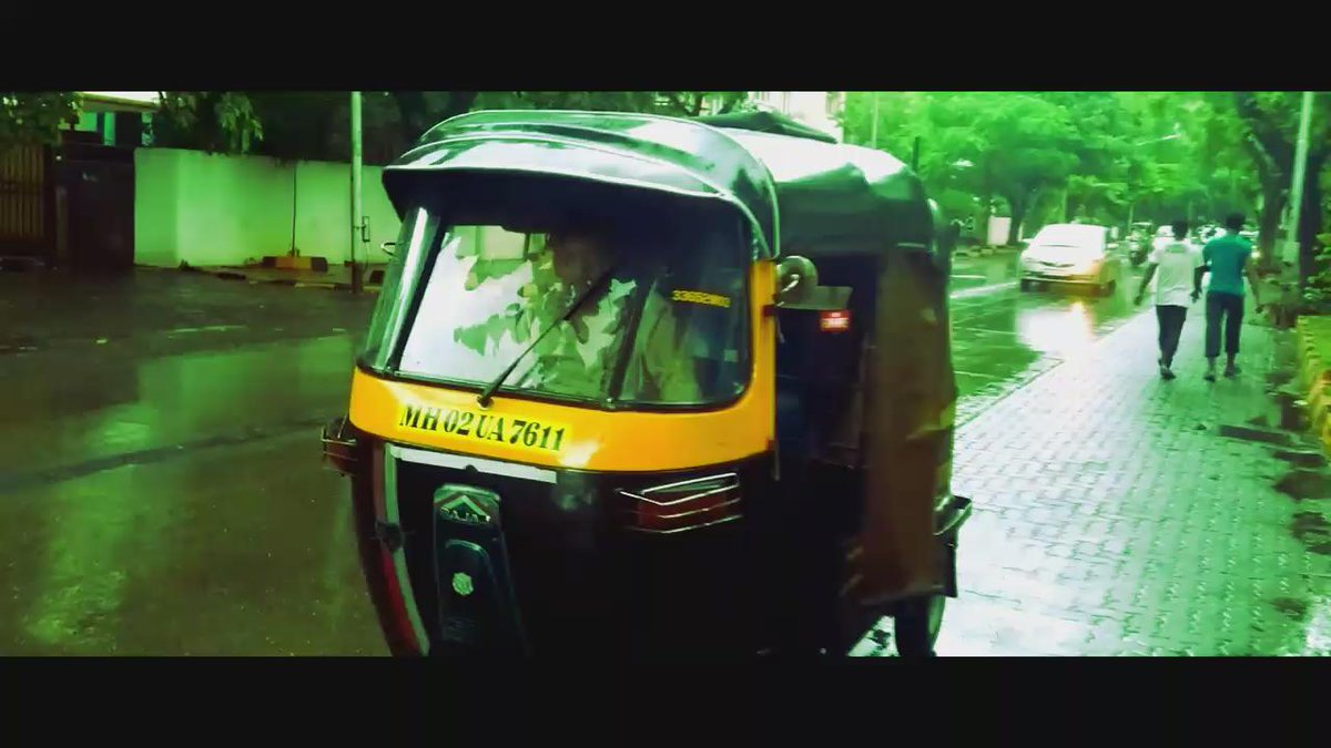 Aishwarya Rai Bachchan in Jazbaa shows everyone what it's like for people in Mumbai when we see an empty rickshaw.. http://t.co/qdnFMQEz9I