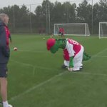 BREAKING: Live scenes from Arsenal as Arsene Wenger frantically searches for a new striker. http://t.co/B2tTBxz22z