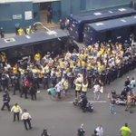 La barra de @CF_America llegó en camiones oficiales de la Policía del D. F. http://t.co/craPxEBBPv http://t.co/yqwyux00YG