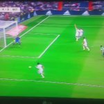 Golaaaaaaaazo de James,este chico no sabe marcar goles normales,solo sabe meter golazos!! MADRID 4-0BETIS #HALAMADRID http://t.co/ZMmWDt9Uyu