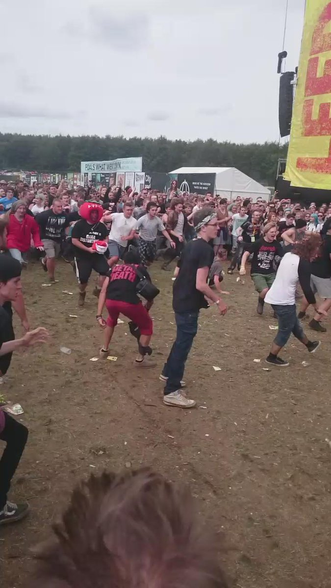 Wall of death for @BABYMETAL_JAPAN - that's one off the bucket list at @OfficialRandL #lsrdoleeds http://t.co/EhiInwh9kW