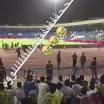 جماهير النصر تردد جحفلي ضد لاعبين الفريق ، ويتكلمون عن الوفاء عجيبه يادنيا http://t.co/X0x5lsyc7l